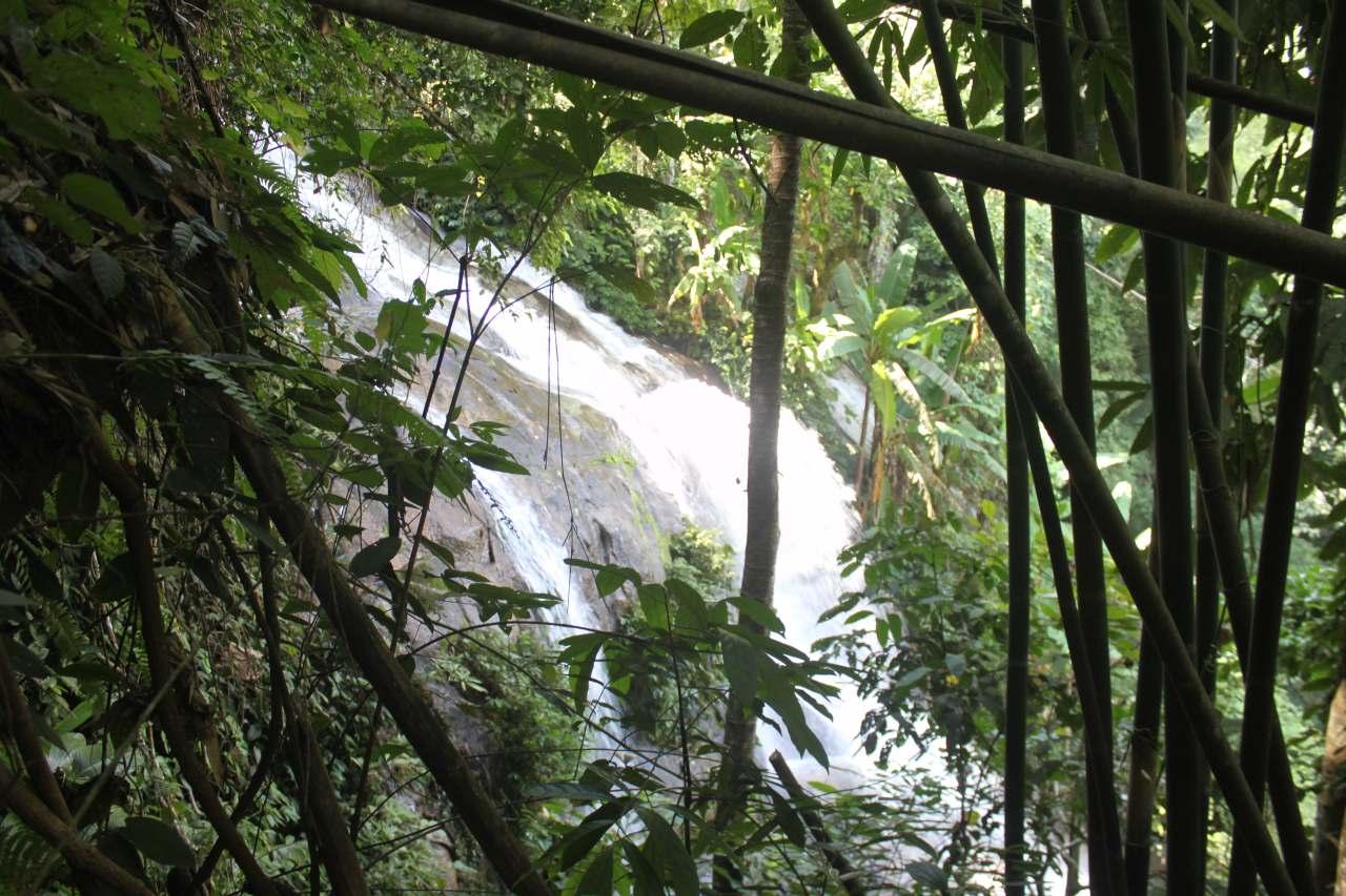 Huay Gaew Waterfall (3)-s