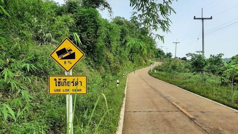 Hinweisschild steile Straße