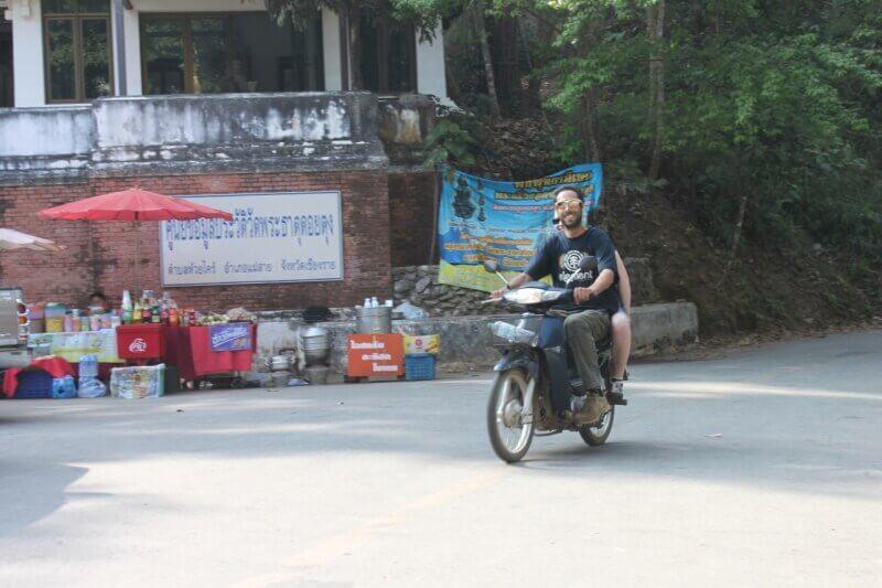 Mit dem Scooter auf dem Doi Tung