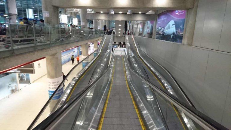 Erlebnis Rolltreppe am Flughafen Suvarnabhumi in Bangkok