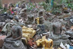 Friedhof der Buddha-Statuen