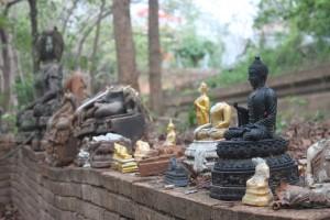Friedhof der Buddha-Statuen-s