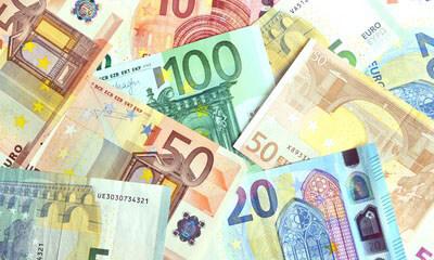 Geld bei der Einreise am Suvarnabhumi Flughafen Bangkok