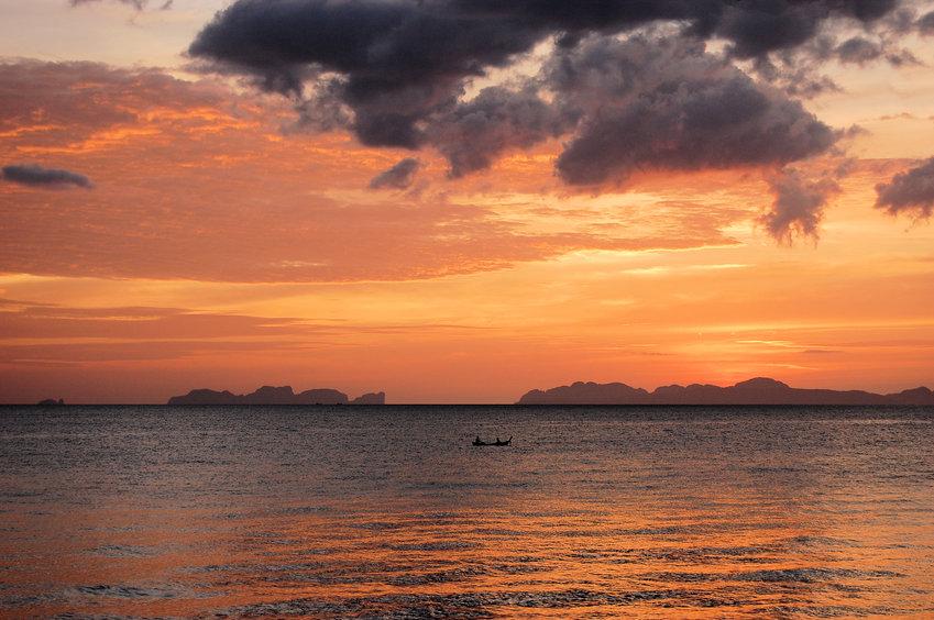 Abendstimmung auf Koh Jum Andamansee mit Blick auf Koh Phi Phi