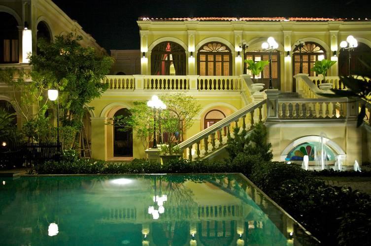 Ein Palazzo am Chao Praya