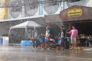 Feiern an der Straße - Songkran