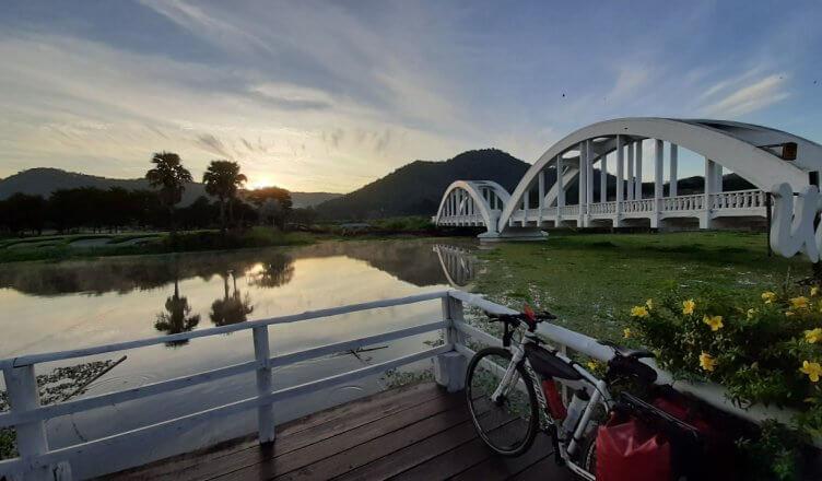 train-bangkok-chiang-mai-white-bridge