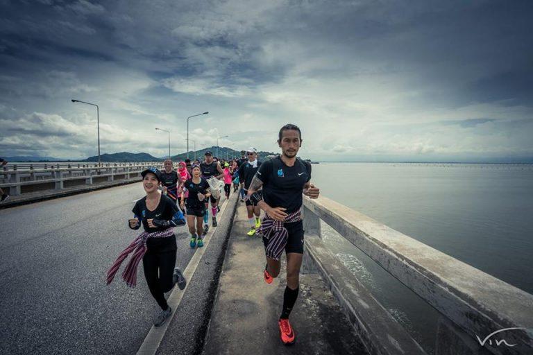 Toon von der Band Bodyslam läuft durch Thailand