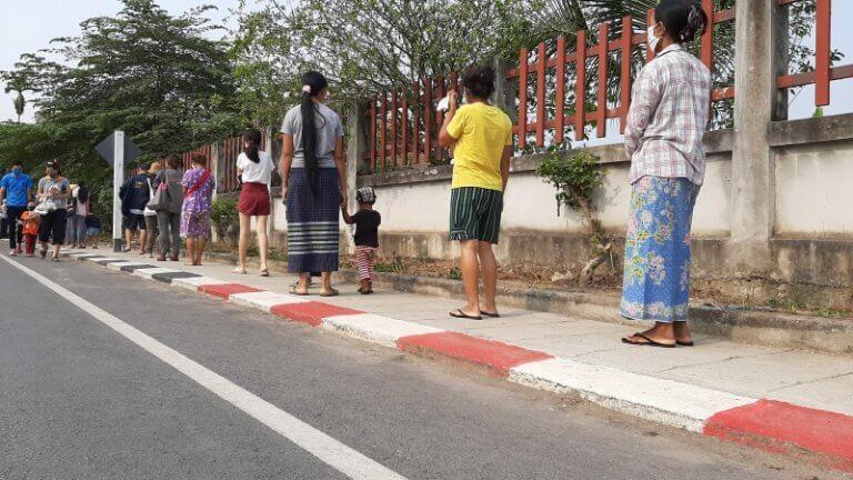 Essensausgabe Chiang Rai Sportsstadium